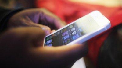 Ученые: Оставшись в одиночестве , человек берет телефон в руки через 44 секунды