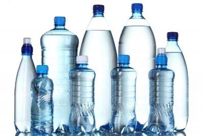 Вода в пластиковых бутылках вредит организму - ученые