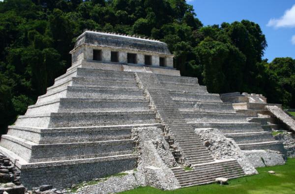 Археологи обнаружили под гробницей правителя майя Пакаля водный тоннель