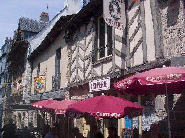 По улицам города Сета на юге Франции текли реки из вина