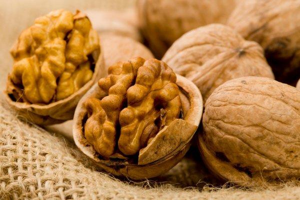 Ученые выявили продукты, повышающие пользу от грецких орехов
