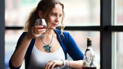 Ученые: Пьющие женщины склонны заниматься незащищенным сексом