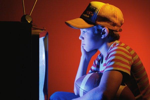 Ученые: Реклама еды влияет на выбор детьми продуктов питания