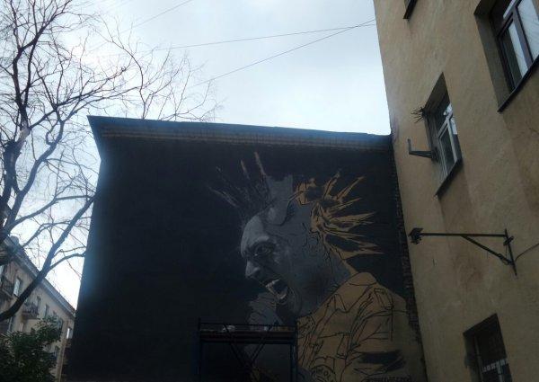 В центре Санкт-Петербурга появилось граффити лидера группы «Король и Шут»