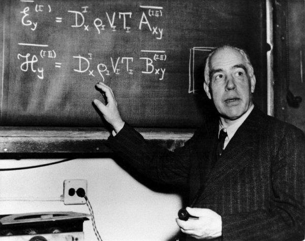 В этот день родился великий французский физик Луи де Бройль