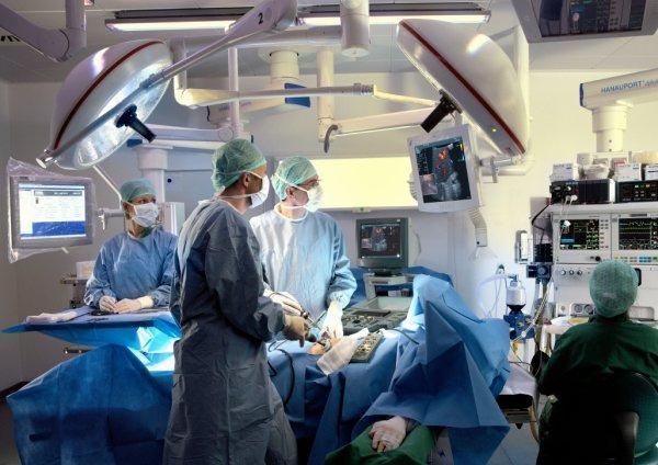 На Урале врачи пересадили пациентке собственную почку