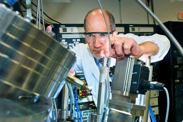 Ученые научились создавать трещины в жидкостях