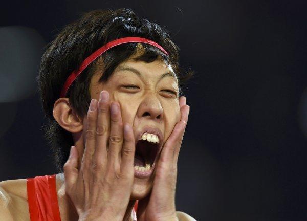 Атлет из КНР исполнил неуклюжий танец после своего выступления на ОИ-2016