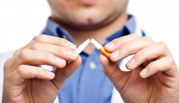 Ученые: В РФ растет число курящих женщин, а мужчин - скоращается