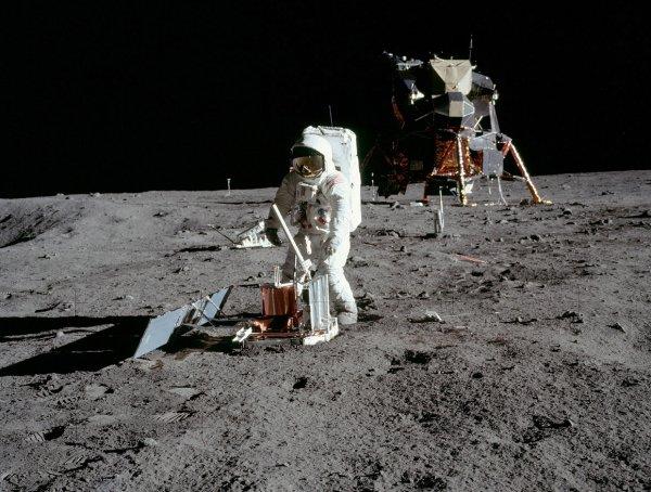 В России открыт набор туристов для осуществления полета на Луну