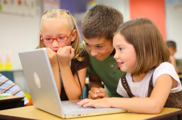 44% российских школьников проводят в интернете круглые сутки