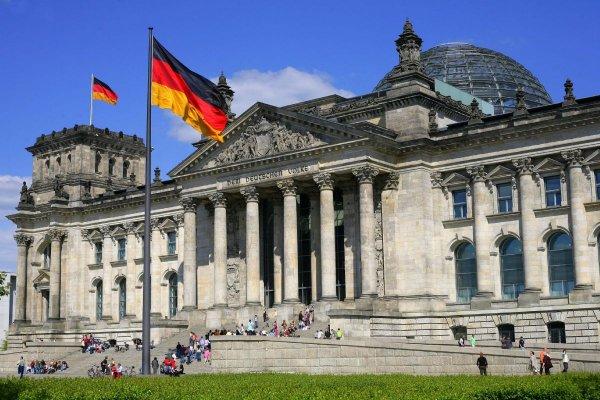 Немцев призывают запасаться едой на случай войны