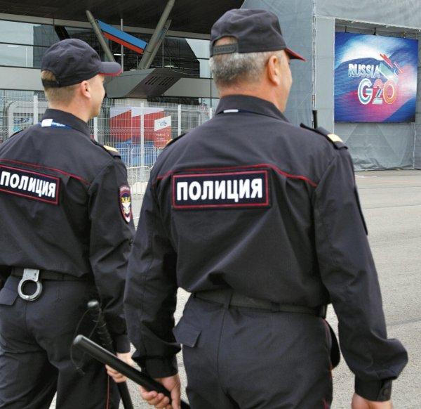 В Петербурге в сквере Академии искусств нашли тело европейца