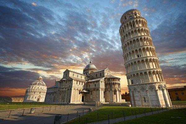 Общественники Италии хотят провести референдум против строительства мечети у Пизанской башни