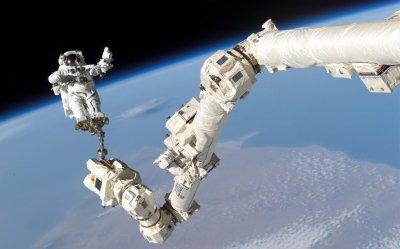 Астронавты NASA второй раз за две недели вышли в открытый космос