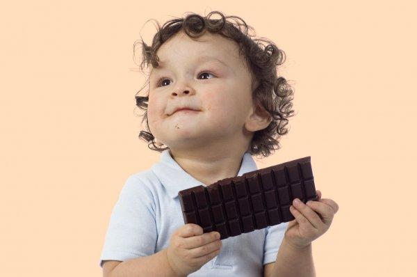 Ученые: Дети употребляют сахара в три раза больше нормы