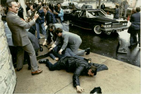 Стрелявшего в президента США мужчину выпустили из психбольницы