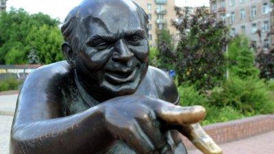 Никита Михалков открыл в Москве новый памятник Евгению Леонову
