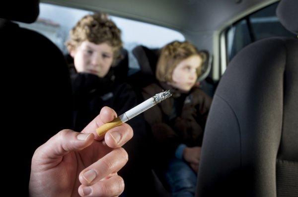 Учёные: Пассивное курения вредит здоровью детей