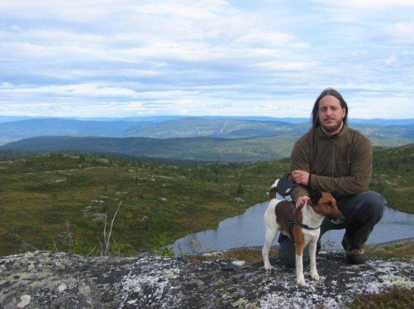 Блэк-металист с кошкой победил на выборах в городской совет в Норвегии