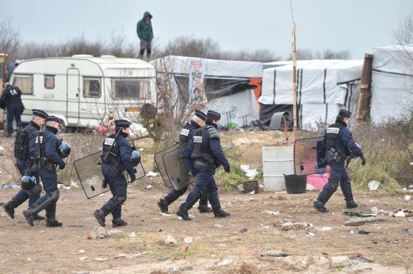 В Париже полностью снесли стихийный лагерь беженцев