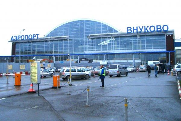 Полицейские сняли с рейса Москва - Сургут пьяного пассажира во Внуково