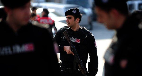 В Турции мужчина избил женщину за ношение шорт