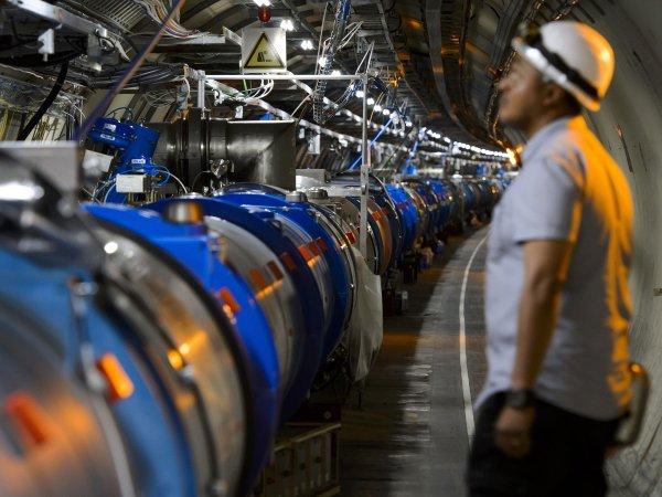 Ученые: При помощи адронного колайдера можно открыть дверь в пятое измерение