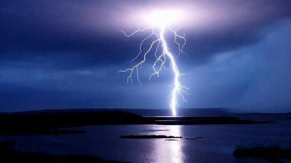 Астрологи нашли рекордно длинную молнию