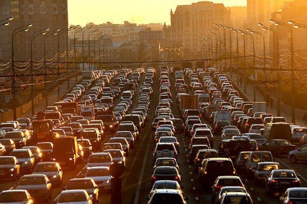 Ученые: Стоящие в пробках автомобили станут источниками энергии