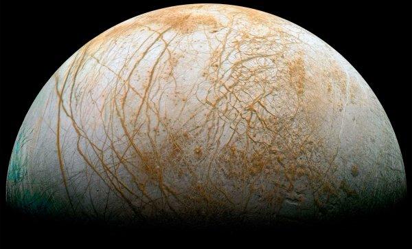 NASA обнаружило гейзеры на Европе, спутнике Юпитера