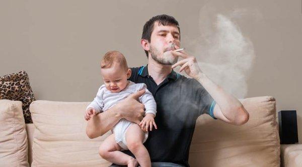 Ученые: Курение отца повышает риск развития астмы у детей
