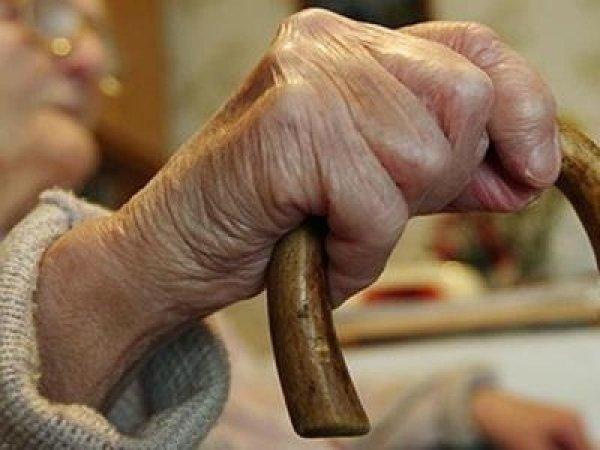 В Омской области пенсионерка зарезала супруга и легла с ним спать