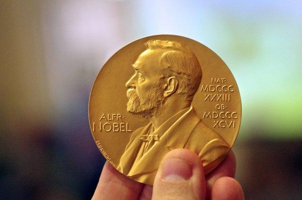 Блоггер призвал Нобелевский комитет прекратить вручать Премию мира