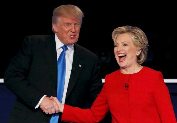 Клинтон опережает Трампа с отрывом в 5%