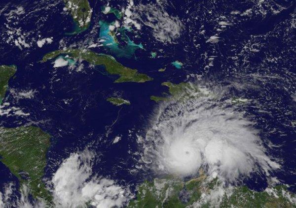 Мощность урагана «Мэттью» снизилась до первой категории