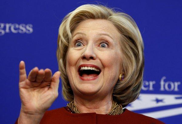 Севшая на Клинтон муха стала звездой Сети