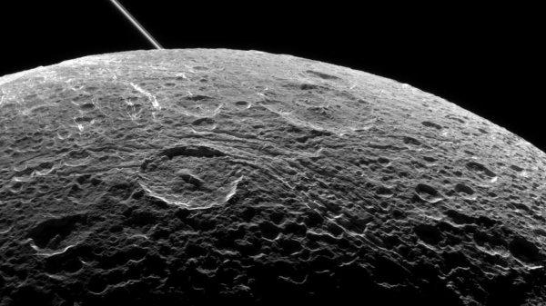 Ученые нашли подледный океан на спутнике Сатурна Дионе