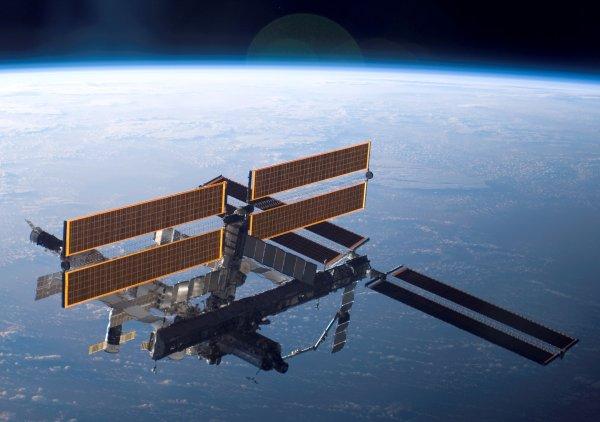 На борту МКС зафиксировали утечку неизвестной жидкости