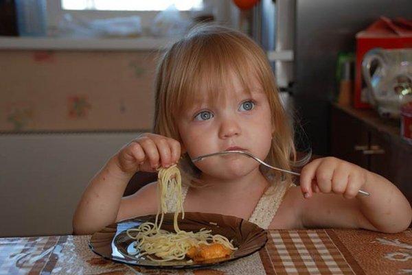 Ученые: Дети, которым не хватает сна, больше едят