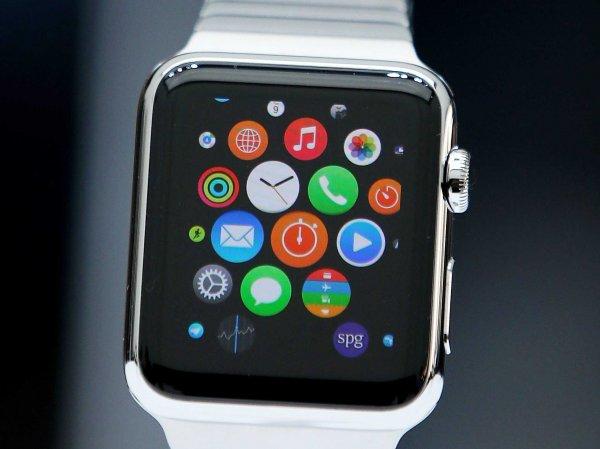 Интернет взорвало видео о работе часов Apple Watch в России