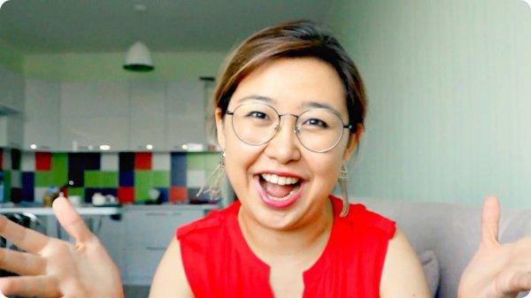 Бабушка казахстанской видеоблогерши стала звездой YouTube