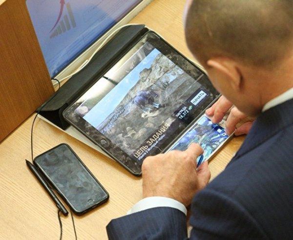 Иван Ургант высмеял депутата Савельева на «Первом канале»