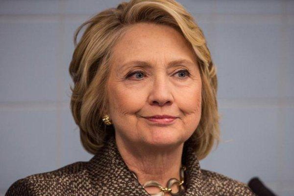 Большинство американцев считают, что Хиллари Клинтон надо привлечь к суду