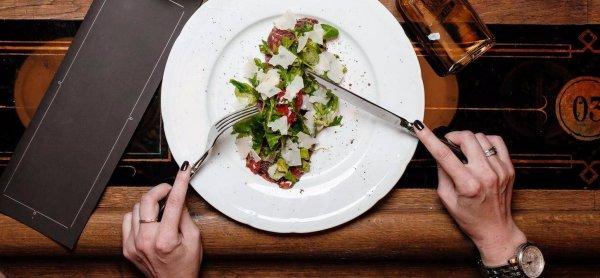 Удовольствие от еды стимулирует людей выбирать небольшие порции