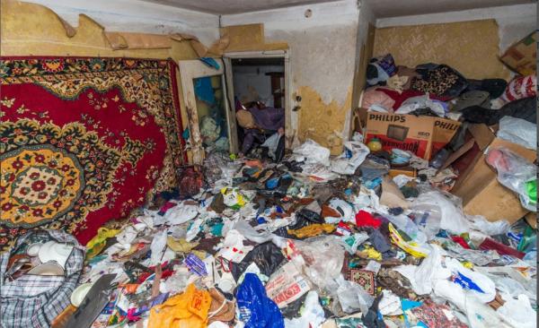Жительница Украины на протяжении 20 лет собирала мусор в квартире