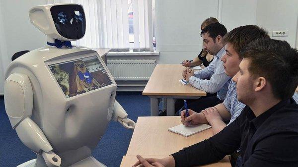 В Калининграде студенты прослушали лекцию робота Алантима