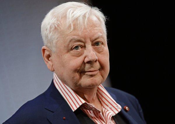 Олег Табаков призвал коллег по театру «работать без агрессии»