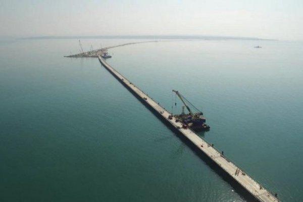 Строители Крымского моста досрочно выполнили годовой план по установке опор