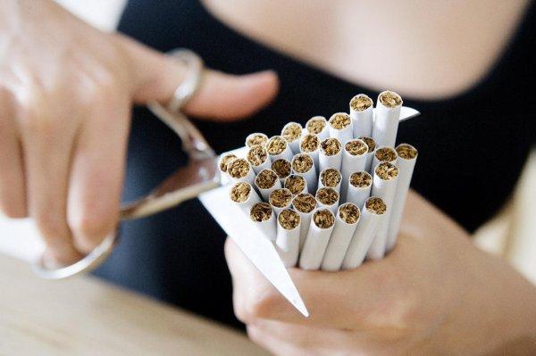 Ученые напомнили о вреде курения для полости рта и зубов